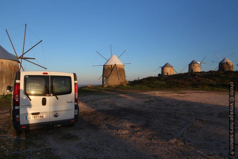 Notre Trafic près des Moinhos de Gavinhos après le lever de soleil. Photo © André M. Winter