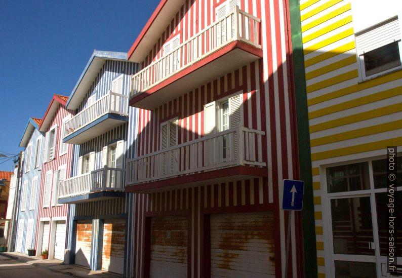 Maisons rayées de Costa Nova. Photo © Alex Medwedeff