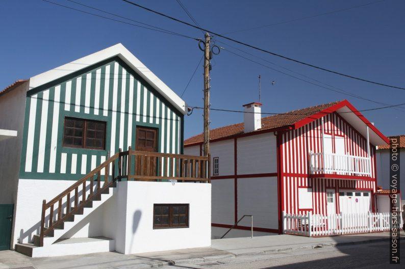 Deux maisons rayées de Costa Nova. Photo © Alex Medwedeff