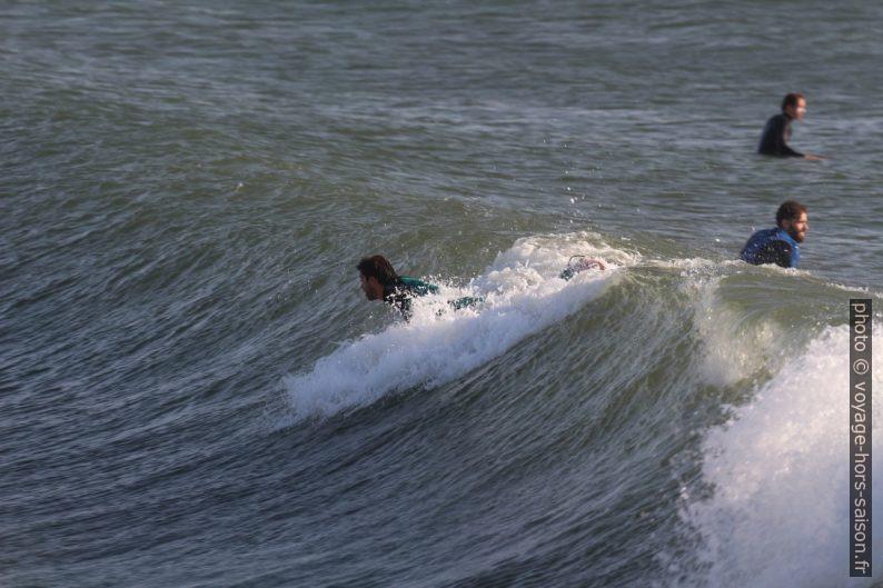 Élancement d'un surfeur. Photo © André M. Winter
