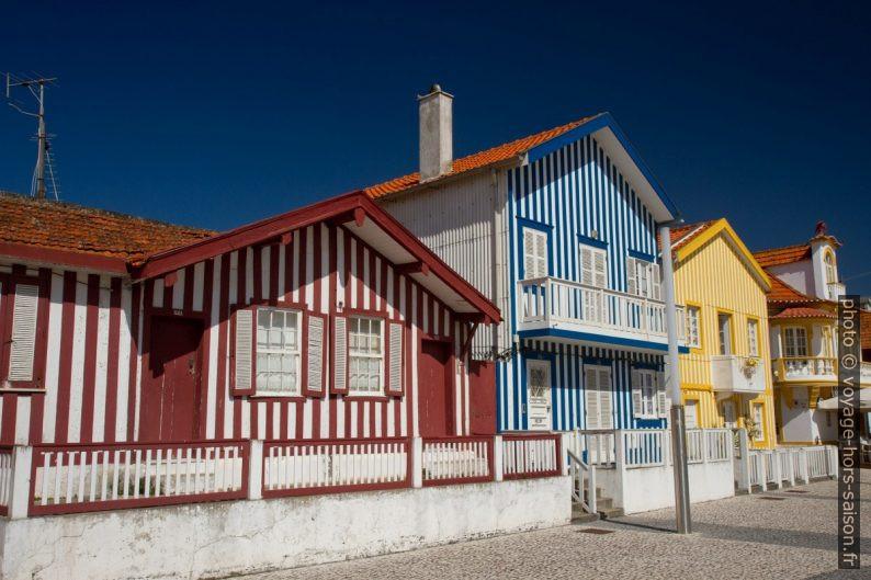 Anciennes maison rayées à Costa Nova. Photo © Alex Medwedeff