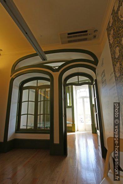 Fenêtre et porte séparant une chambre d'une véranda de la Casa do Major Pessoa. Photo © André M. Winter