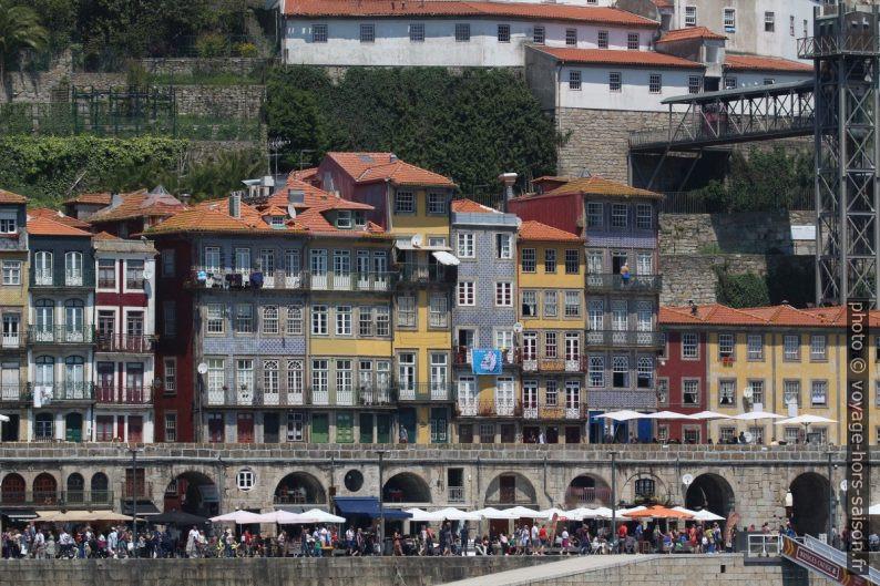 Maisons du Cais da Ribeira. Photo © André M. Winter