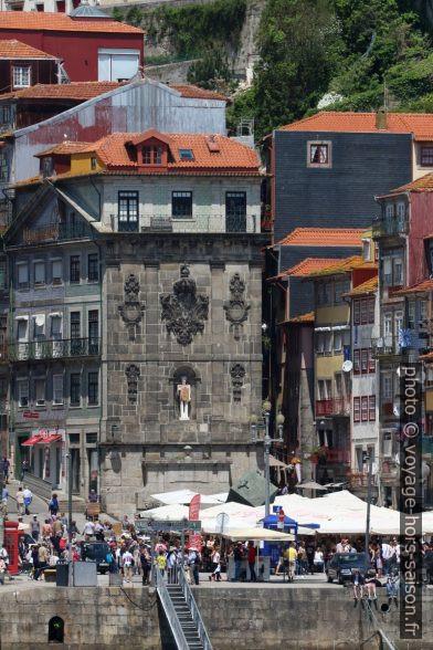 Fonte da Praça da Ribeira. Photo © André M. Winter