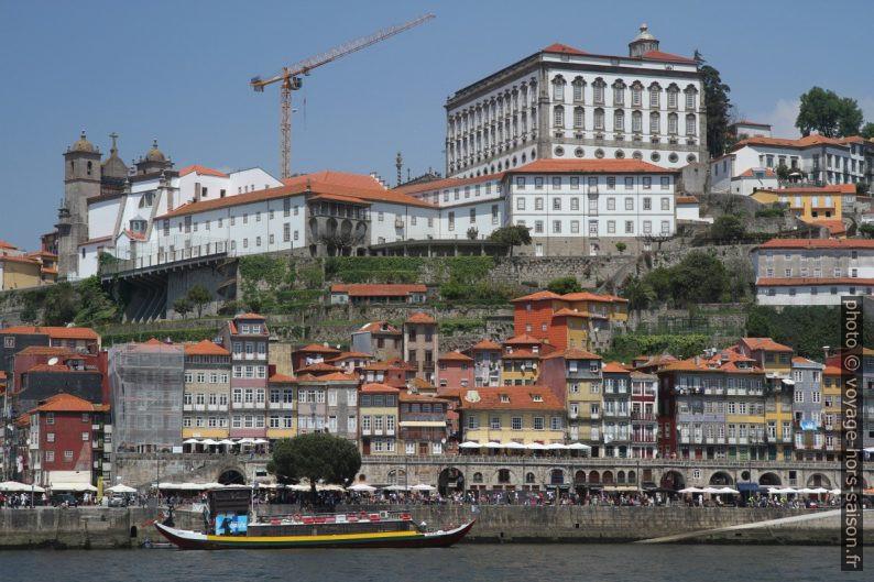 Cais da Ribeira et le palais épiscopal de Porto. Photo © André M. Winter