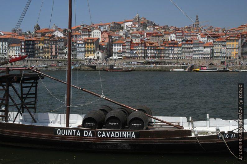 Barco rabelo Quinta da Cavadinha et Porto en face. Photo © Alex Medwedeff