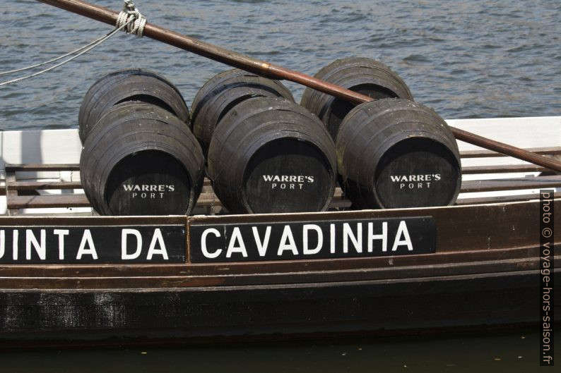 Fûts de Warre's Port dans un le barco rabelo Quinta da Cavadinha. Photo © André M. Winter