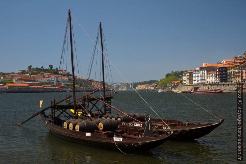 Deux rabelos sur le Douro. Photo © Alex Medwedeff