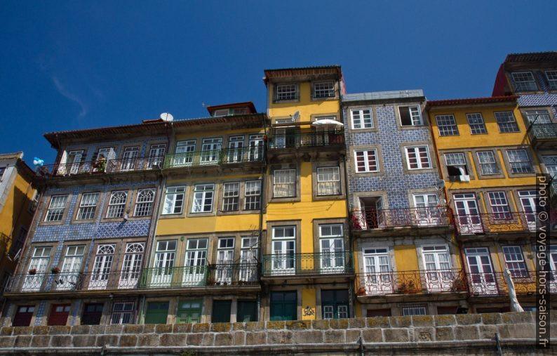 Maisons du Cais da Ribeira. Photo © Alex Medwedeff
