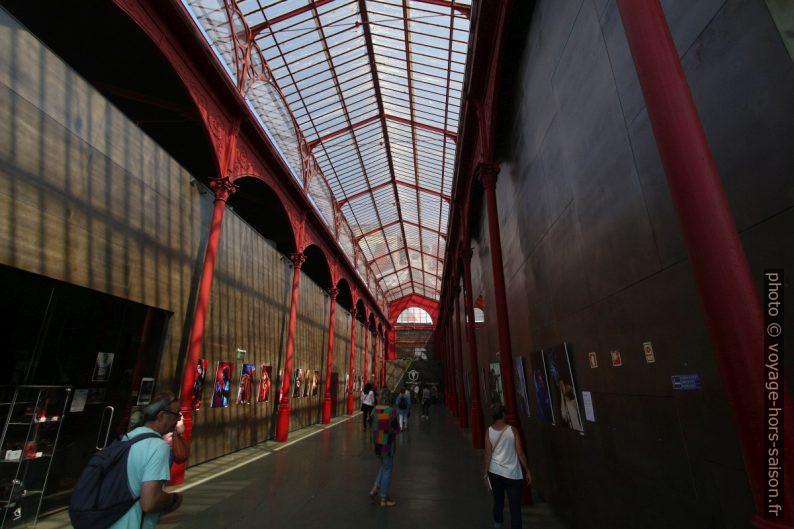 Sous la halle métallique du Mercado Ferreira Borges. Photo © André M. Winter