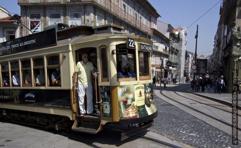 Tram n°22 avec destination Batalha. Photo © André M. Winter