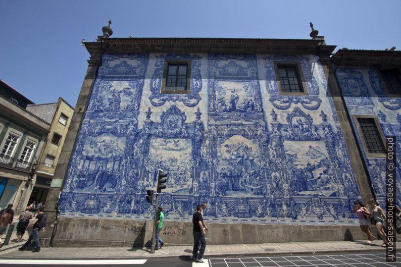 Azulejos de la façade latérale de la Capela de Santa Catarina. Photo © André M. Winter