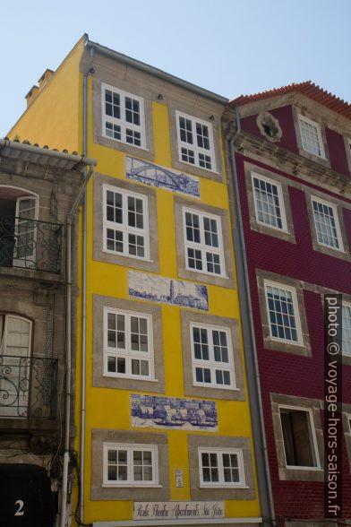 Maison rénovée avec des azulejos de Lisbonne. Photo © Alex Medwedeff