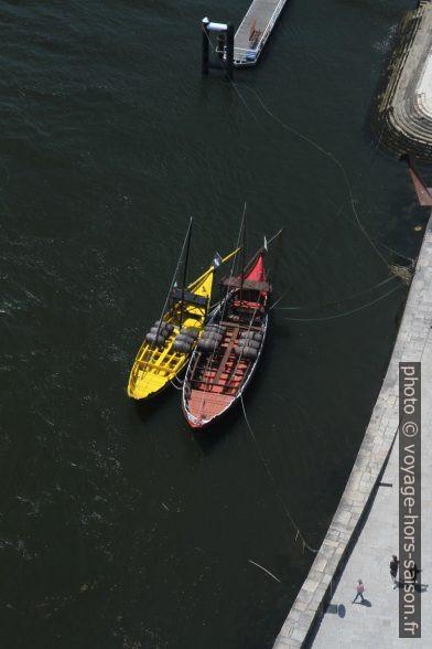 Deux barcos rabelos publicitaires. Photo © Alex Medwedeff