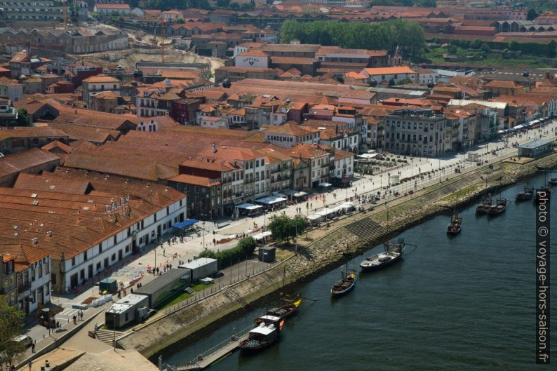 Celliers de porto a Vila Nova de Gaia vus du Pont Dom-Luís. Photo © Alex Medwedeff