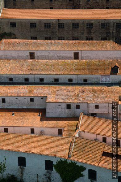 Celliers de porto en étages. Photo © Alex Medwedeff