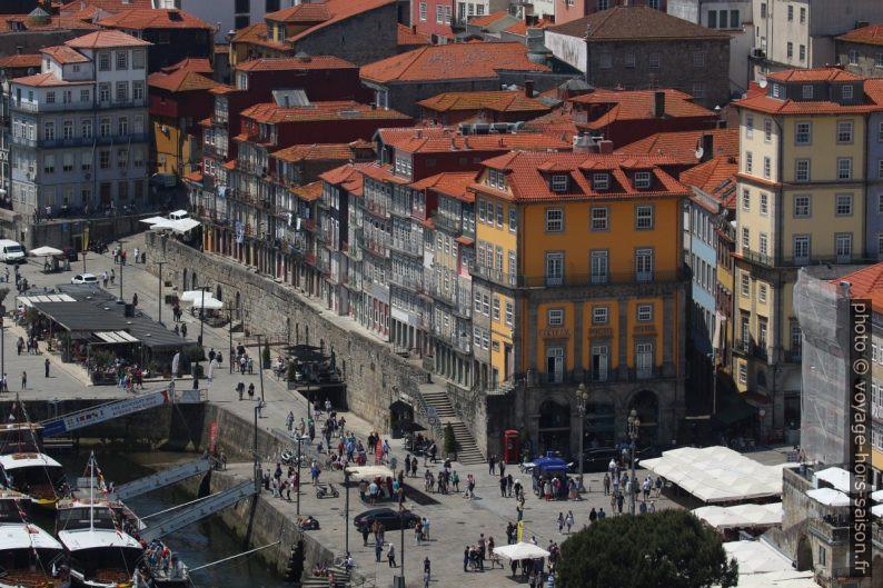 Maisons du Cais da Estiva vues du Pont Luís I. Photo © André M. Winter