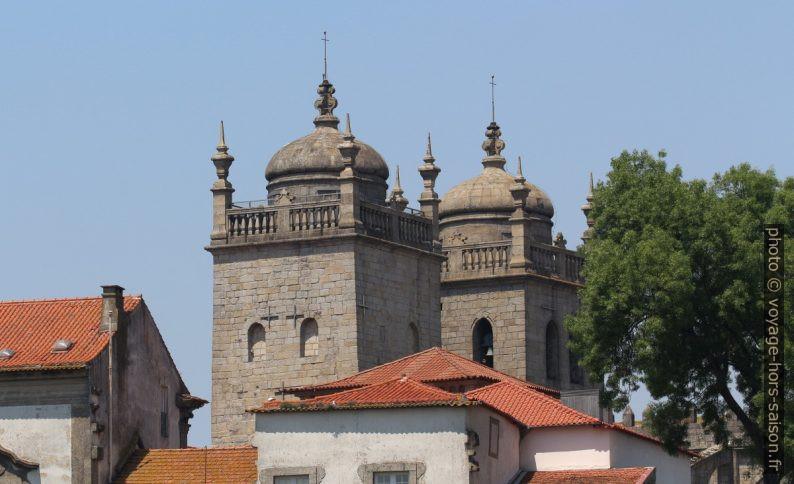 Clochers de la Cathédrale de Porto. Photo © André M. Winter
