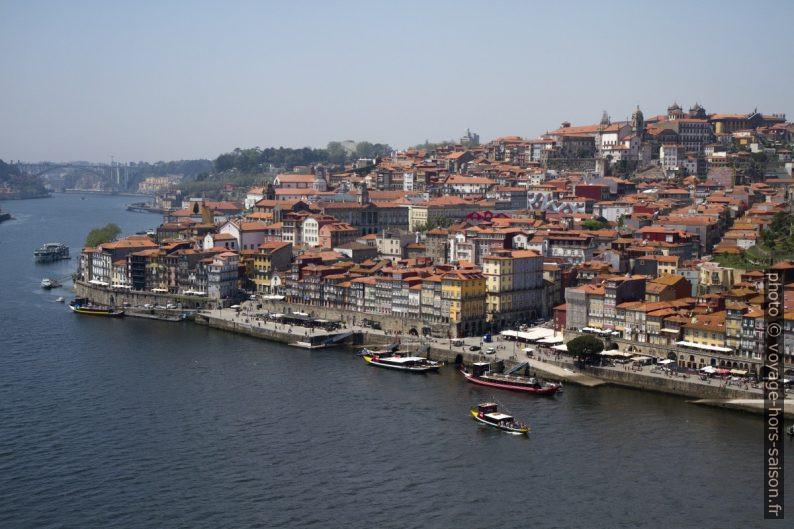Centre-ville historique de Porto vu de Vila Nova de Gaia. Photo © Alex Medwedeff