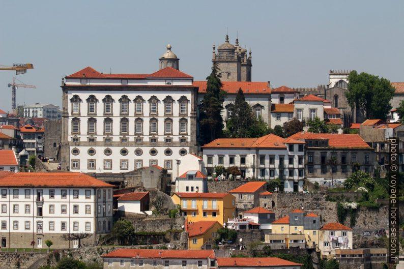 Palais épiscopal et clochers de la Sé do Porto. Photo © André M. Winter
