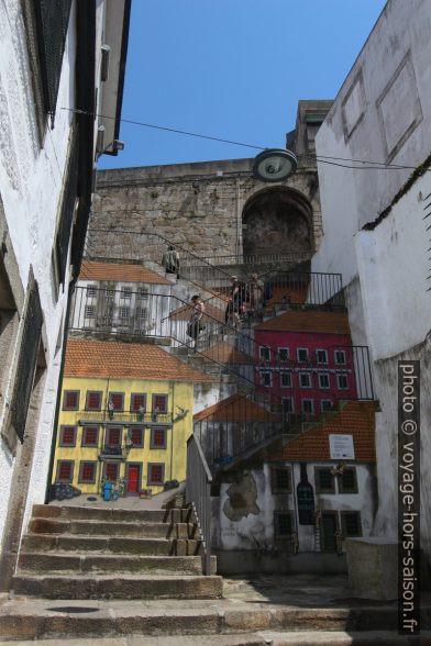 Peintures murales de l'escalier de la Travessa Calçada do Reis. Photo © André M. Winter