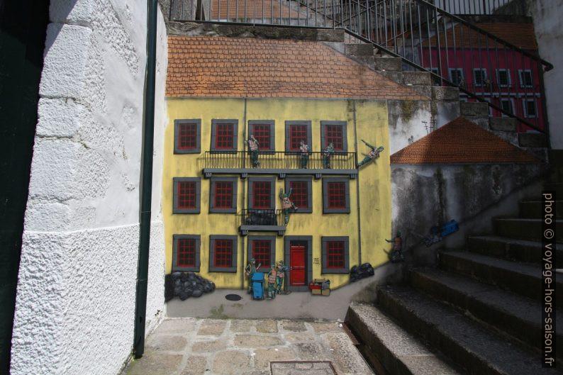 Peinture murale de l'escalier de la Travessa Calçada do Reis. Photo © André M. Winter