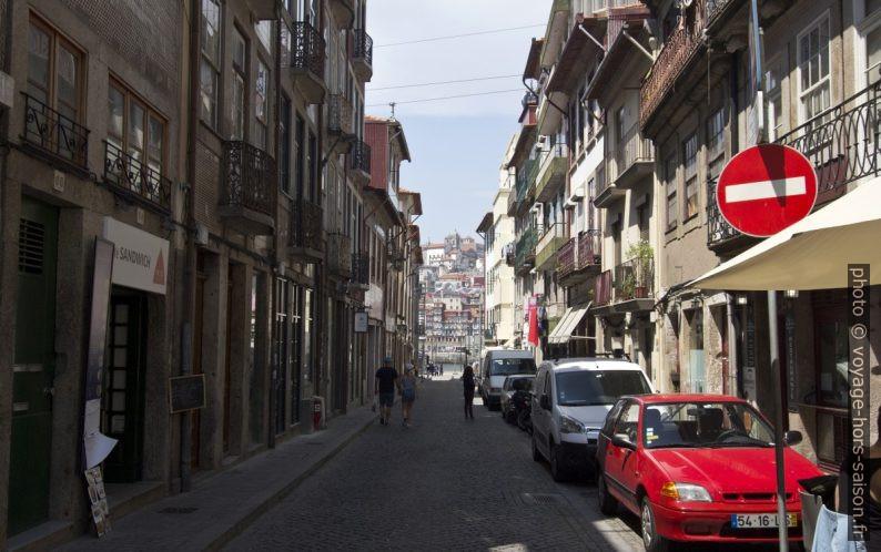 Rua Cândido dos Reis. Photo © André M. Winter