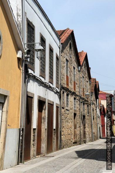 Rua Guilherme Gomes Fernandes. Photo © Alex Medwedeff