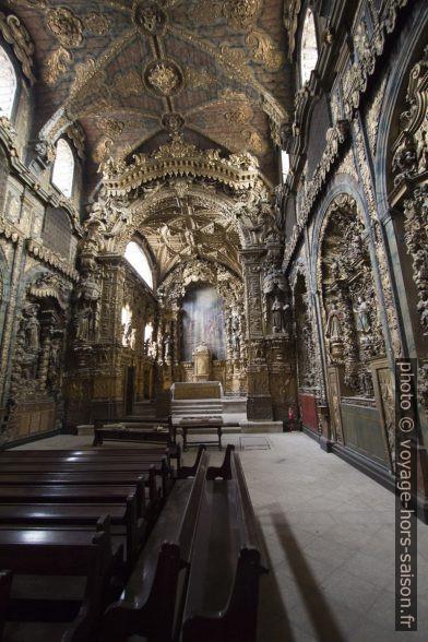 Nef de la Igreja de Santa Clara do Porto surchargée en dorures. Photo © André M. Winter