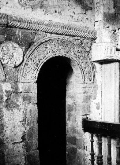 Un arc ciselé dans l'église Saint-Michel-de-Lillo vers 1886. Photo 1522 Jean-Auguste Brutails Université Bordeaux Montaigne 1886