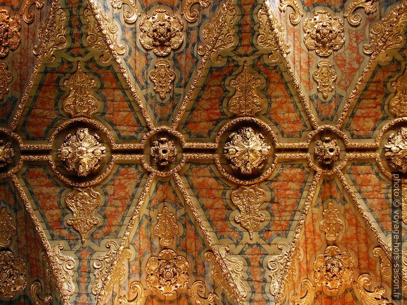 Détail du plafond doré de l'église Santa Clara à Porto. Photo CCSA4 Wikimédia Alegna13