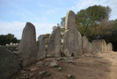 Tombe des géants de Li Lolghi. Photo © Alex Medwedeff