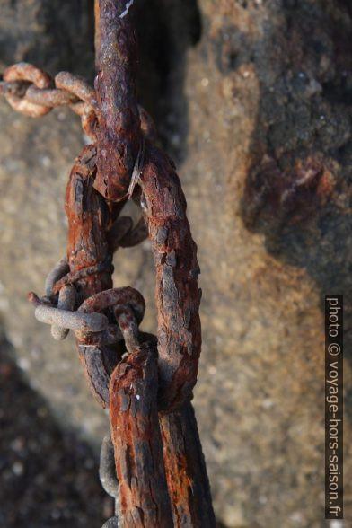 Grosse chaîne rouillée. Photo © Alex Medwedeff