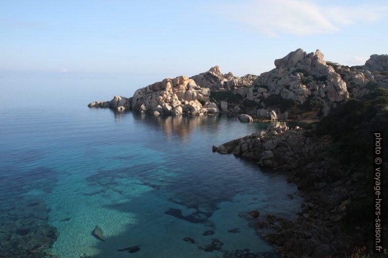 Cala Spinosa sur la face nord du Capo Testa. Photo © Alex Medwedeff