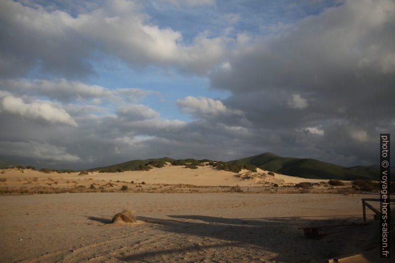 Dune di Piscinas ed i Monti dell'Arburese. Photo © Alex Medwedeff