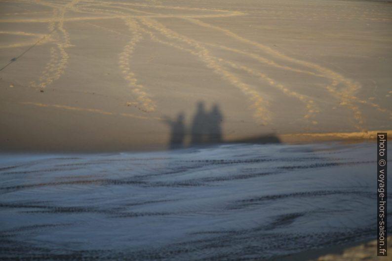 Ombre de Nicolas, André et Alex sur la Spiaggia di Piscinas. Photo © Alex Medwedeff