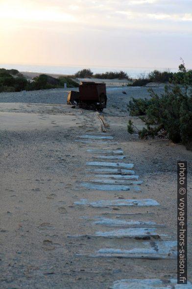 Ancien tracé du chemin de fer de la mine Naracauli. Photo © André M. Winter
