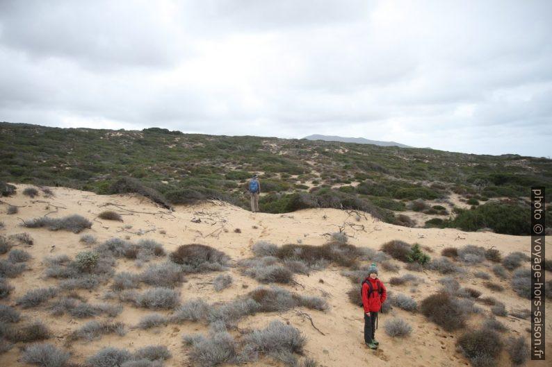 André et Nicolas dans les dunes. Photo © Alex Medwedeff