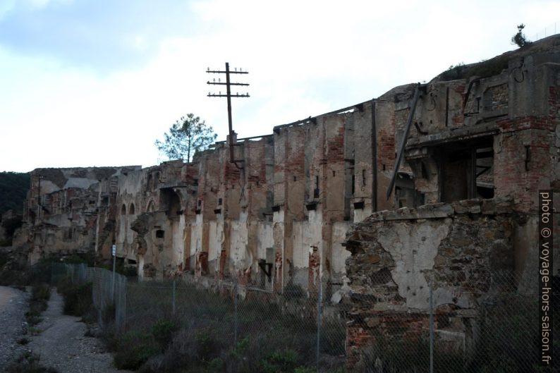 Ruines minières de Naracauli. Photo © Alex Medwedeff