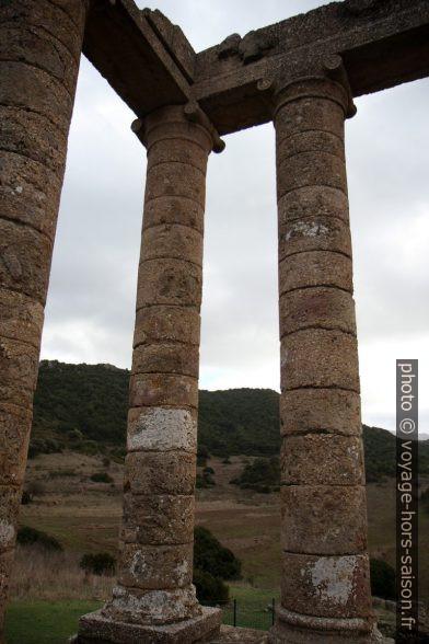 Chapiteaux ioniques du Temple d'Antas. Photo © Alex Medwedeff