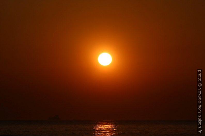 Disque du soleil dans l'air brumeux de l'Atlantique. Photo © André M. Winter