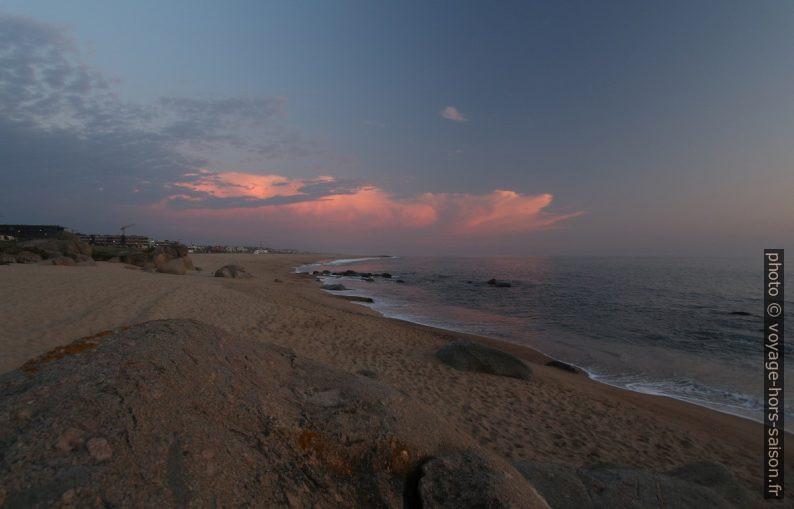 Praia de Salgueiros et nuages éclairés après le coucher du soleil. Photo © André M. Winter