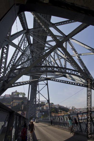 Structure métallique entre les deux nivaux du Pont Dom-Luís. Photo © André M. Winter