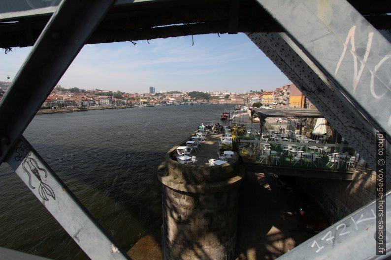 Bar Ponte Pensil sur l'ancienne tête de pont nord. Photo © André M. Winter