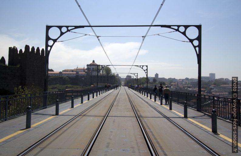 Rails du métro de Porto sur l'étage supérieur du Pont Dom-Luís. Photo © André M. Winter