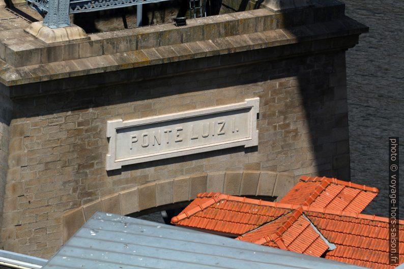 Nom sur le pilier sud Ponte Luíz I. Photo © André M. Winter
