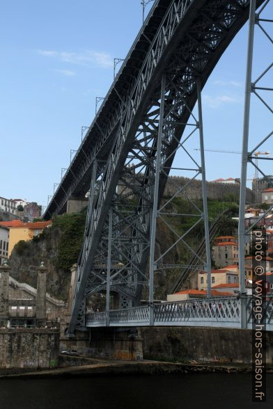 Ponte Luís I vu de dessous. Photo © Alex Medwedeff