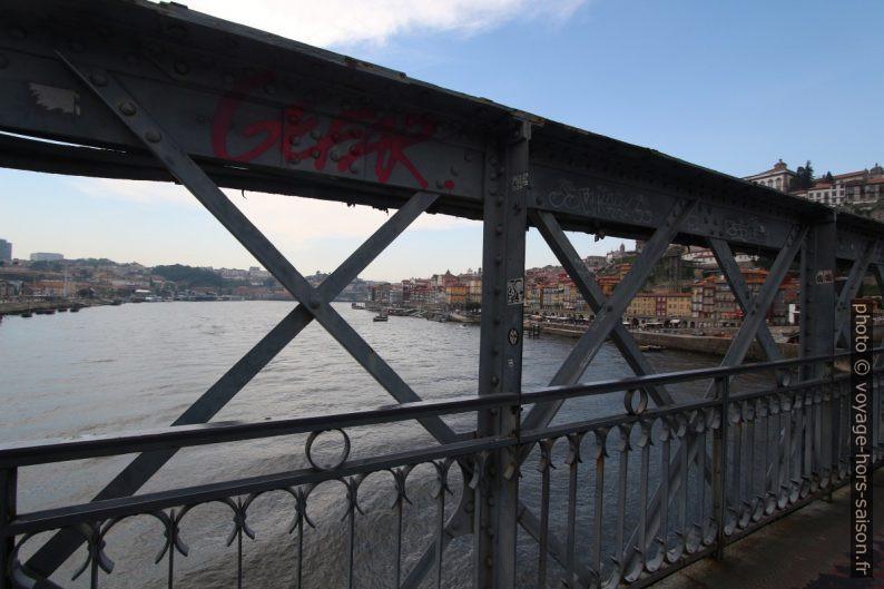 Sur le niveau inférieur du Pont Dom-Luís. Photo © André M. Winter