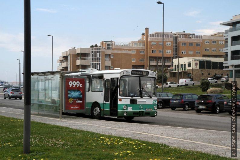 Bus Mercedes-Benz O 305 des années 1980 en service à Porto en 2018. Photo © Alex Medwedeff