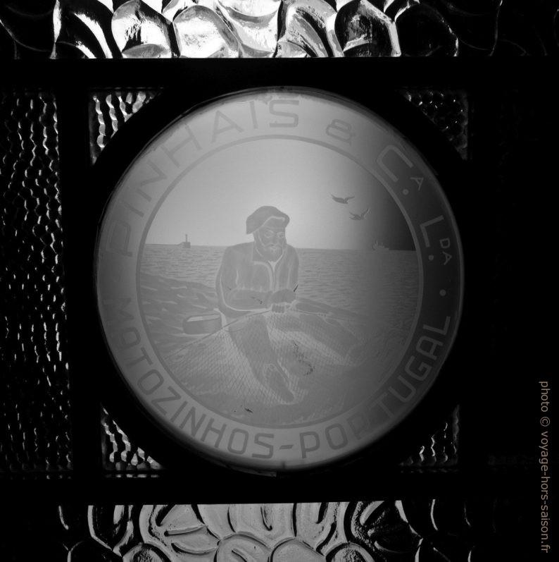 Verre gravée avec le logo de Pinhais. Photo © André M. Winter
